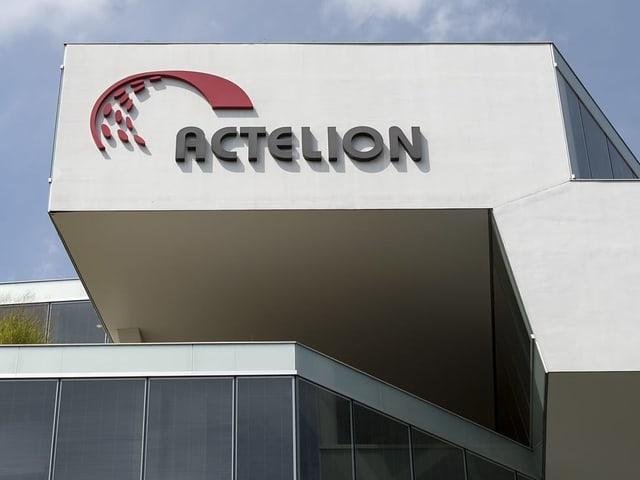 Actelion-Logo auf Fassade
