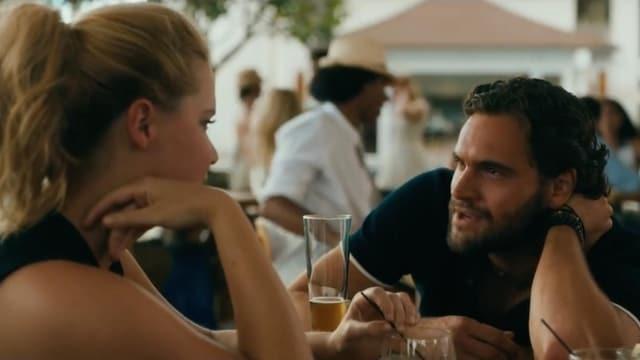 James und Emily am Tisch
