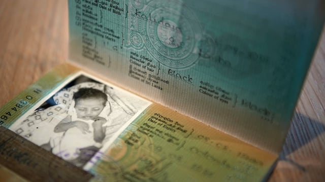 Der sri lankische Pass eines ganz kleinen Kindes.
