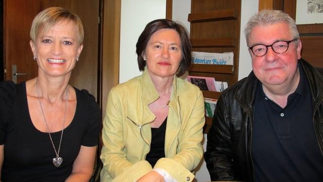 «Persönlich»-Gastgeberin Katharina Kilchenmann mit Margrit Annen (l.) und Franz Wiget (r.).