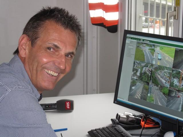 Er managt den Verkehr während der Sanierung der Schöllenen: Ruedi Baumann.
