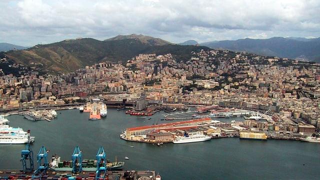 Blick auf den Hafen von Genau