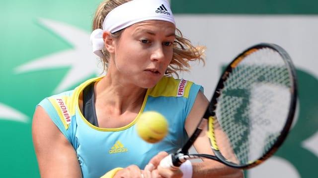 Stefanie Vögele ist beim WTA-Turnier in s'Hertogenbosch in die 2. Runde eingezogen.