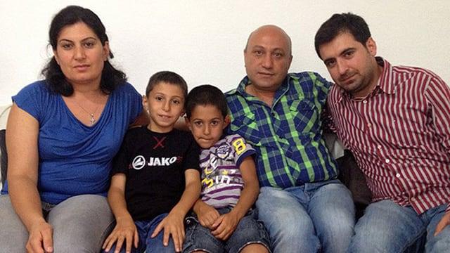 Die Flüchtlingsfamilie Malki-Hennawi: Angela Malki (38), Simon (9), Gabriel (7), Fahad Hennawi (49) und Ziad Malki (33), Angelas Bruder und Dolmetscher.