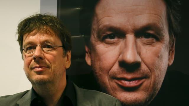 Jörg Kachelmann posiert für die Fotografen.