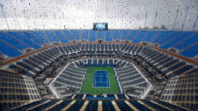 Regen im Tennisstadion.