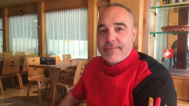 Cesar Costa da Portugal è menader da la ustaria Bogn Sedrun
