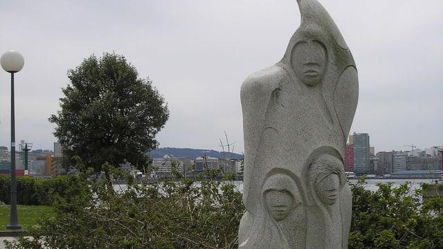 Statue im Hafen von A Coruña