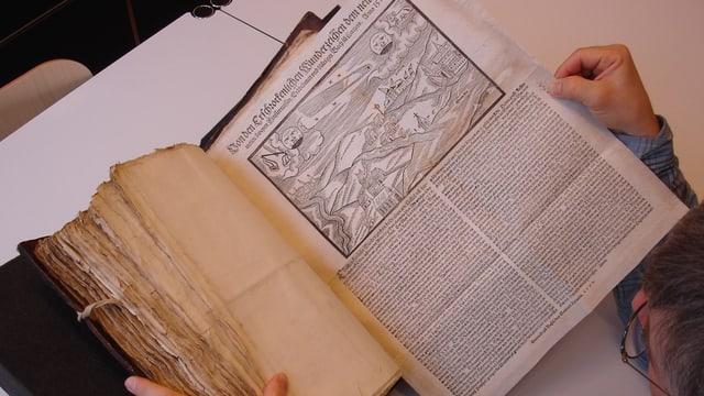 Ein altes Buch.