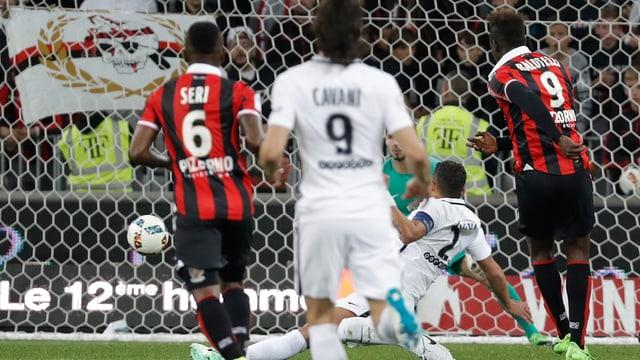 Mario Balotelli erzielt das 1:0.