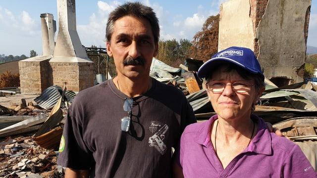 Philippe und Marie-Claude Ravenel vor den Ruinen ihres Hauses.