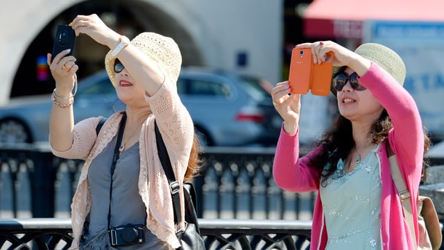 Touristen in Zürich fotografieren