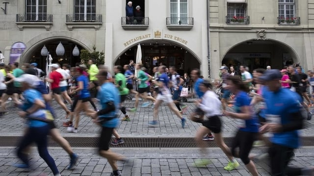 Läufer in den Gassen von Bern