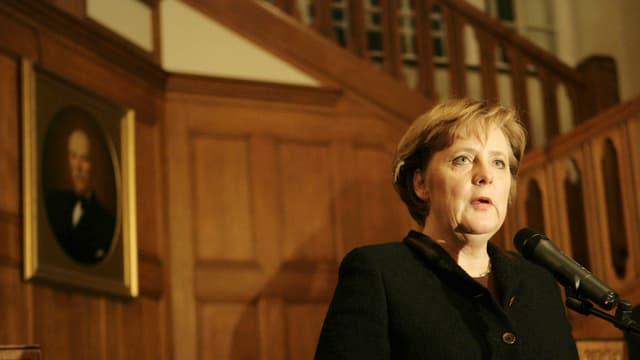 Angela Merkel in der deutschen Botschaft in Moskau