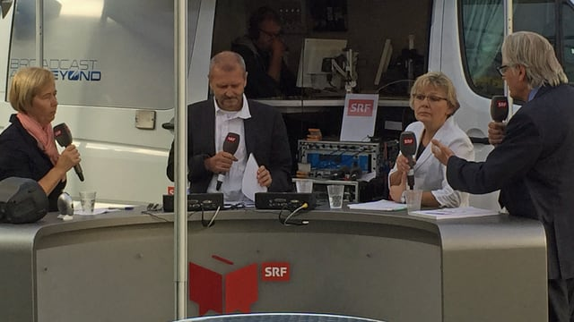 Dora Andres, SRF-Redaktor Max Akermann, Christine Bühler und Thomas Held (v.l.n.r) in Visp.