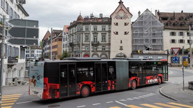 Bus fährt durch Chur
