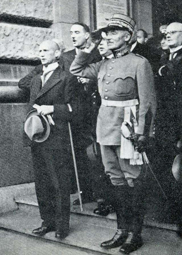 General Henri Guisan suenter sia elecziun cun las autoritads politicas