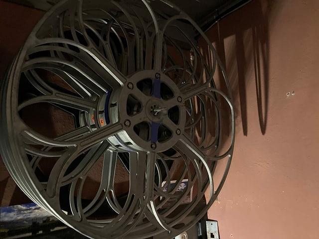 Las rollas da film en la stanza d'agl operatur.