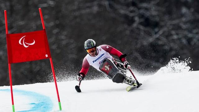Christoph Kunz, in dals iniziants, durant ina cursa als gieus paralimpics da Sochi 2014.