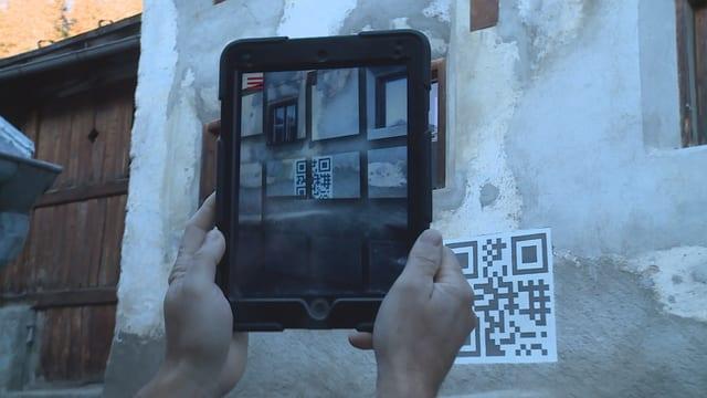 La fatschada reala ed en il iPad la fatschada transfurmada.
