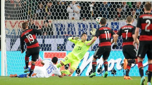 Mario Götze trifft zum 1:0.