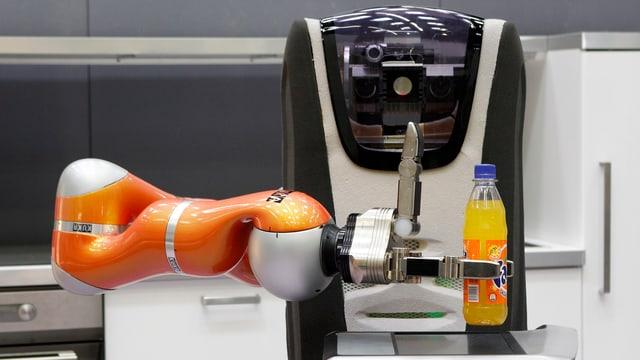 Der Care-O-bot 3 vom Fraunhofer-Institut IPA wird in einenm deutschen Altersheim bereits getestet.