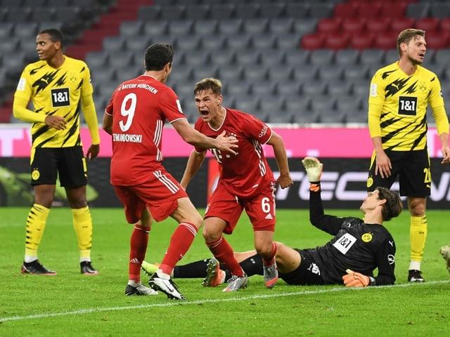 Joshua Kimmich (3.v.l.) schiesst Bayern zum 5. Titel des Jahres.