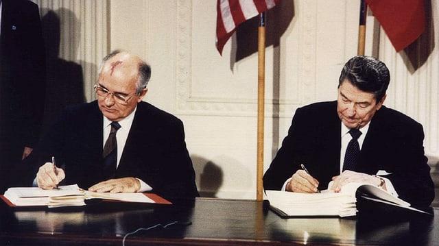 Michail Gorbatschow, damals Generalsekretär der KPdSU, und US-Präsident Ronald Reagan.