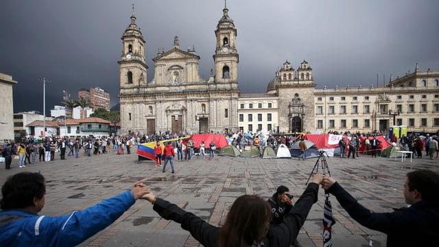 Success per ils demonstrants: En Columbia vegn la pausa da cumbat prolungada fin la fin da l'onn.