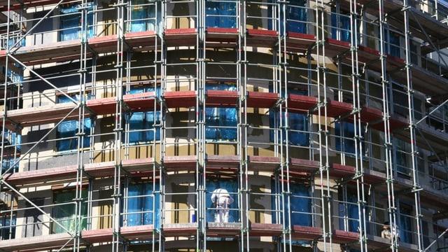 Fassade eines im Bau befindlichen Gebäudes.