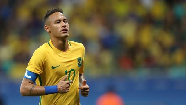 Brasiliens Neymar läuft über das Feld.
