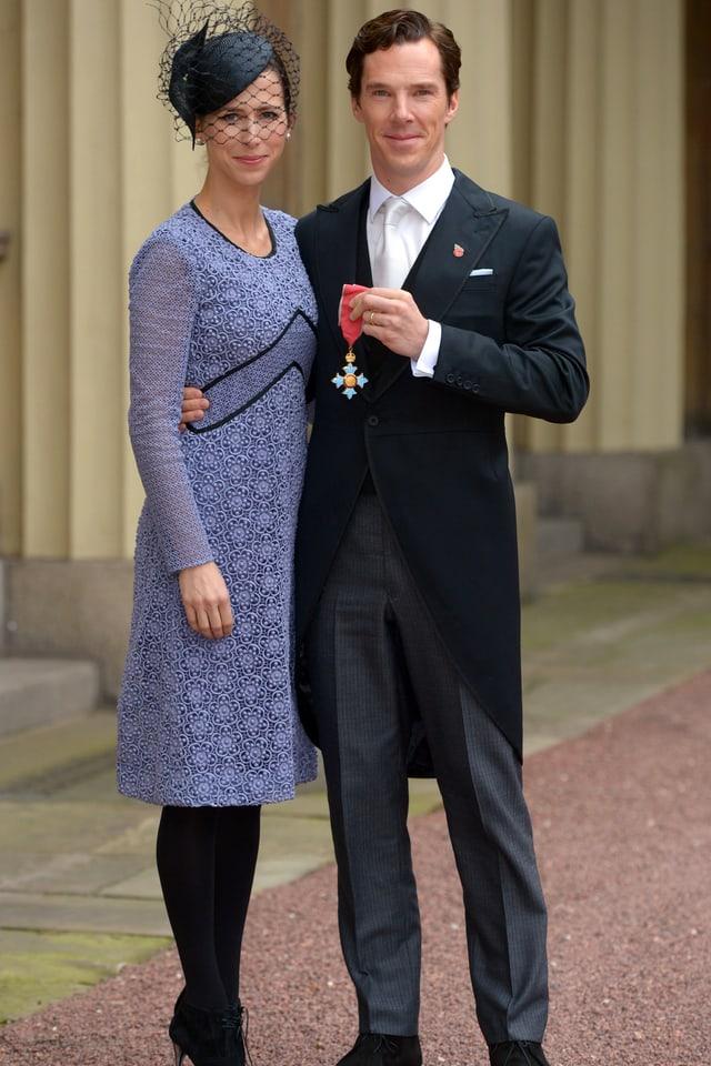 Benedict Cumberbatch und Sophie Hunter posieren für die Presse im Buckingham Palace