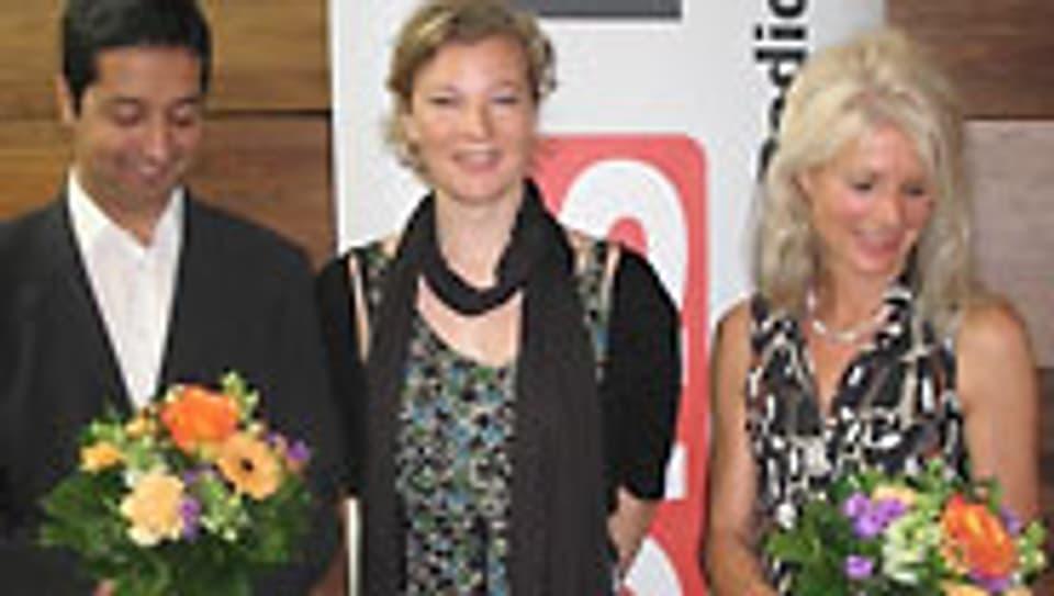 Karin Frei mit Waseem Hussain und Silvia Henke (r.).