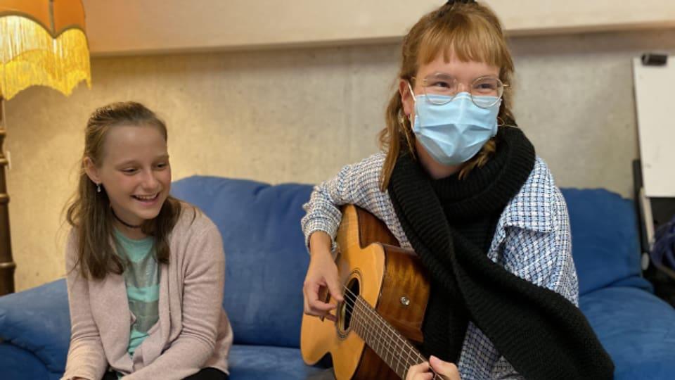 Kinderreporterin Paula mit Sängerin Ginger