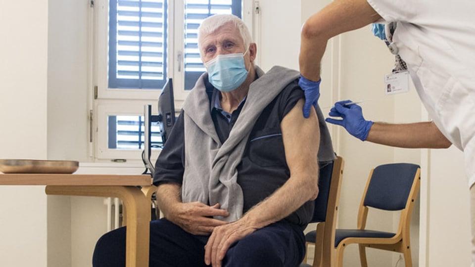 Praktisch alle Menschen in Pflegeinstitutionen wollen sich gegen Corona impfen lassen, sagt ein Fachmann. Druck übten die Heime nicht aus.