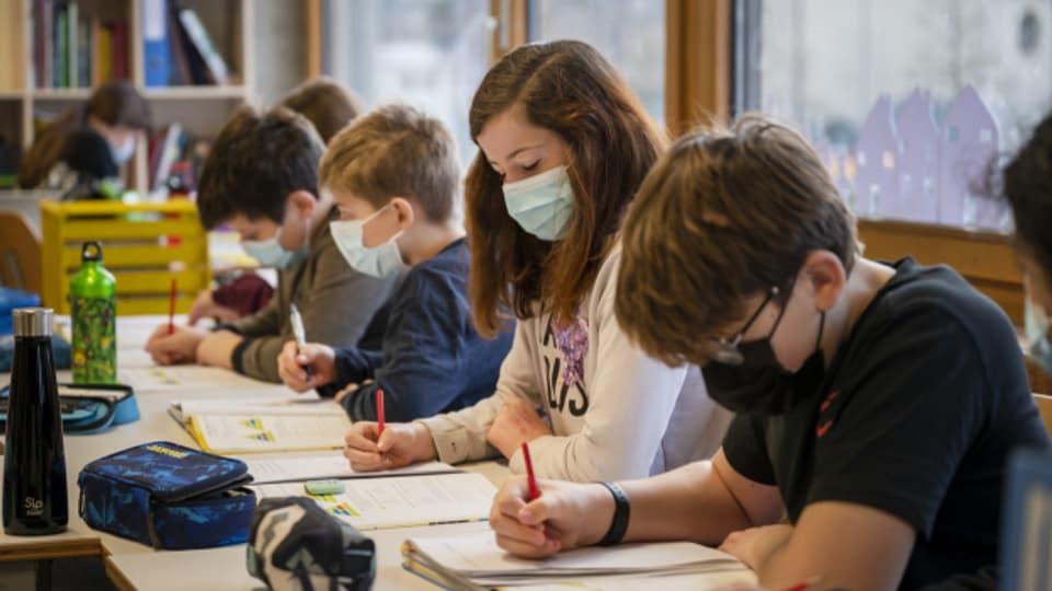 Nun müssen auch im Kanton Solothurn Kinder ab der 5. Klasse Masken tragen.