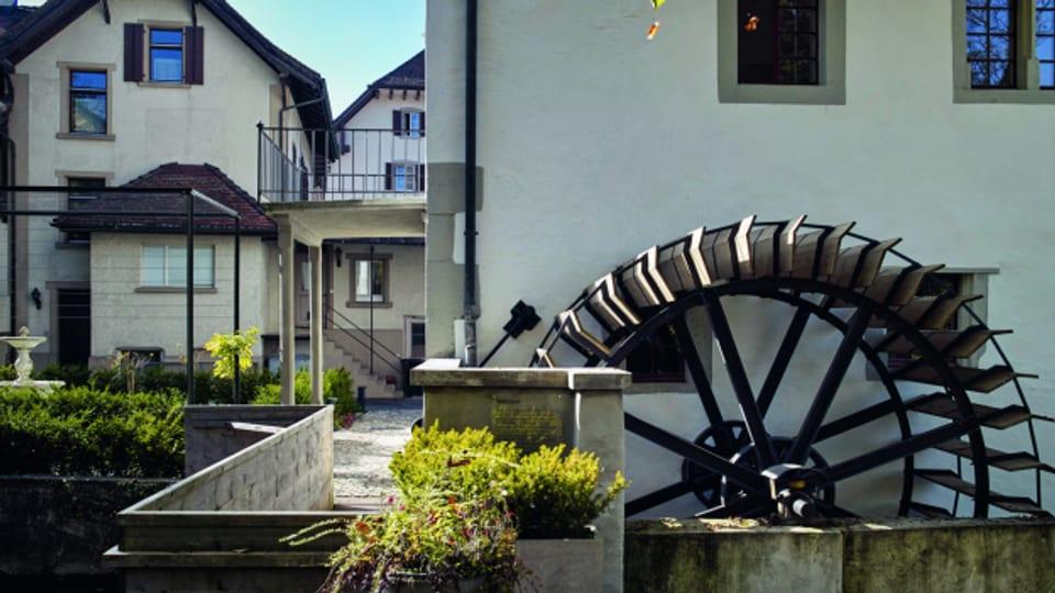 Blick auf das Mühlenrad, das vom Aabach angetrieben wird.