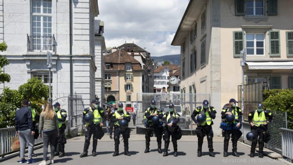 Am Polizeieinsatz gegen eine abgesagte Corona-Demo in Solothurn waren hunderte Polizistinnen und Polizisten aus mehreren Kantonen beteiligt.