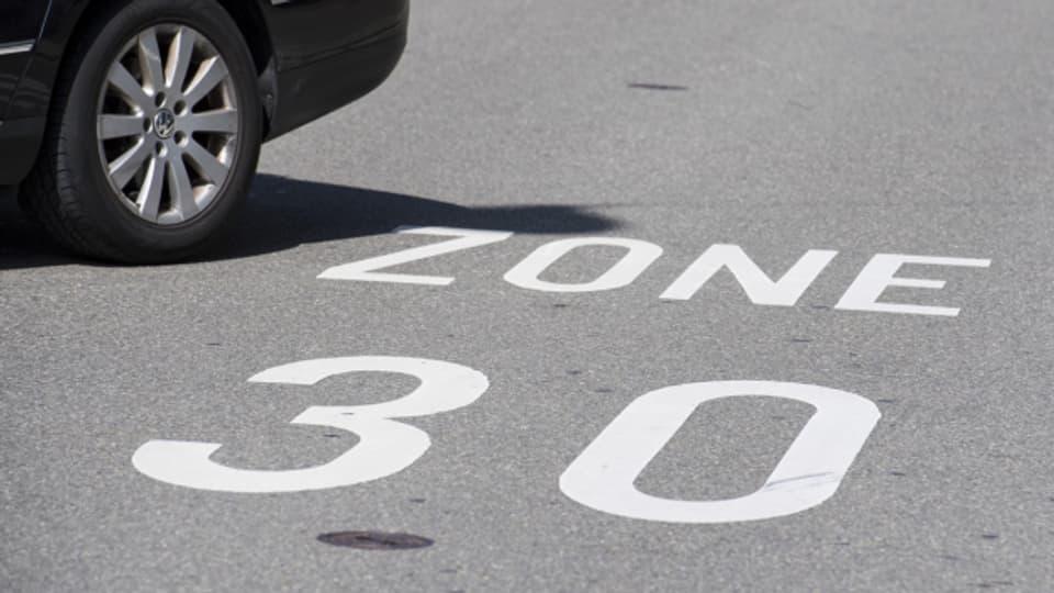 Künftig könnten auch an Kantonsstrassen Tempo 30-Tafeln stehen.