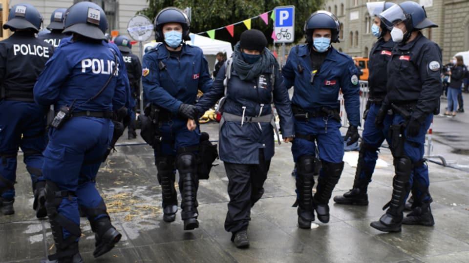 Grosseinsatz mit Kostenfolge für die Kantonspolizei Bern.