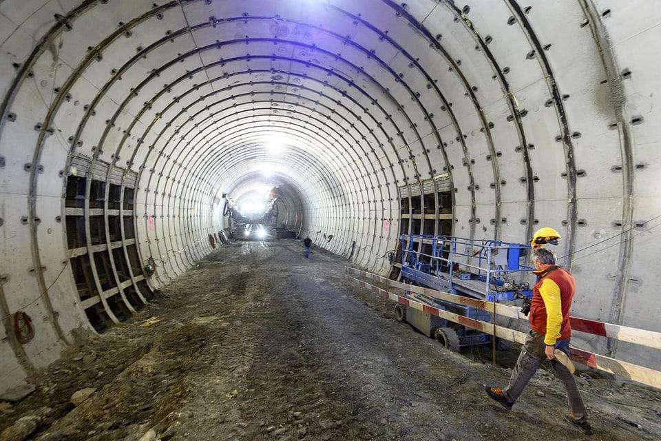 Mit dem Durchstich der ersten Rohre nimmt der Riedberg-Tunnel eine erste Hürde.