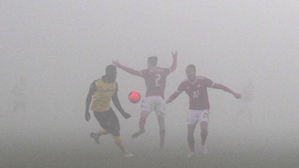 YB-Stürmer Jean-Pierre Nsame behält im Nebel von Sofja die Übersicht.