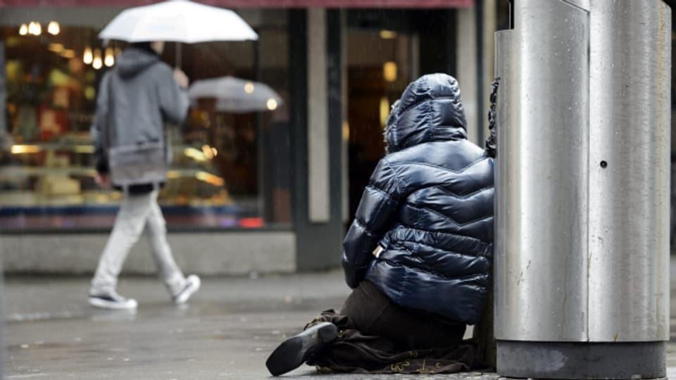 Viele Bettlerinnen und Bettler geben vor, behindert zu sein.