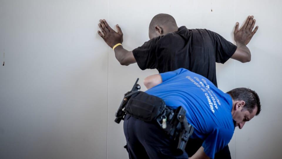 Oft hätten die jungen Männer, die von der Polizei erwischt werden, keine Ausweise.