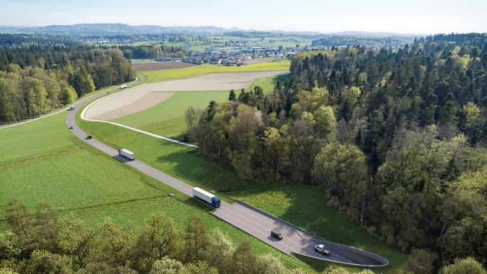 Die Umfahrungsstrasse führt entlang der Waldränder.