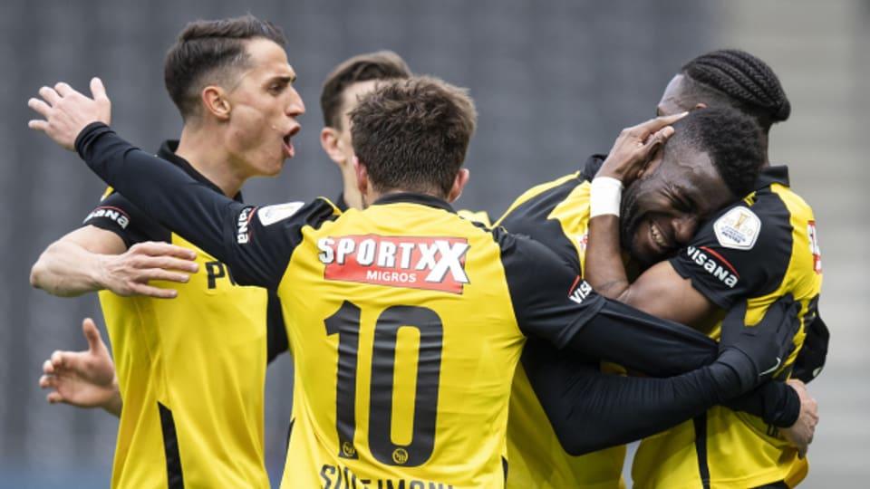 Sieben Runden vor Saisonschluss lassen sich die Young Boys zum vierten Mal in Folge als Schweizer Fussballmeister feiern.