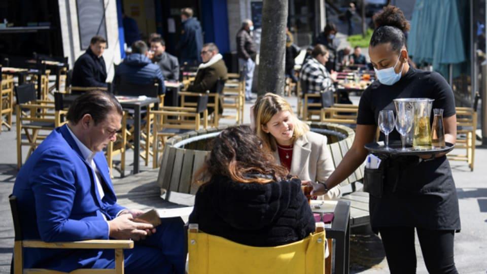 Die Daten von Gästen auf Gastro-Terrassen werden direkt an den Kanton Bern übermittelt