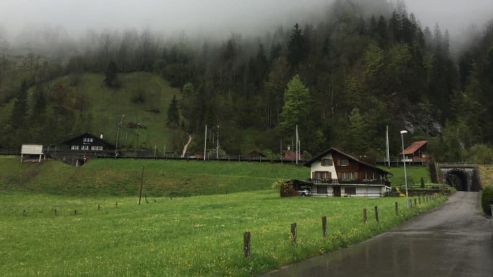 Das Ehepaar Zumkehr muss sein Haus wegen der Sanierung des Munitionsdepots in Mitholz verlassen.