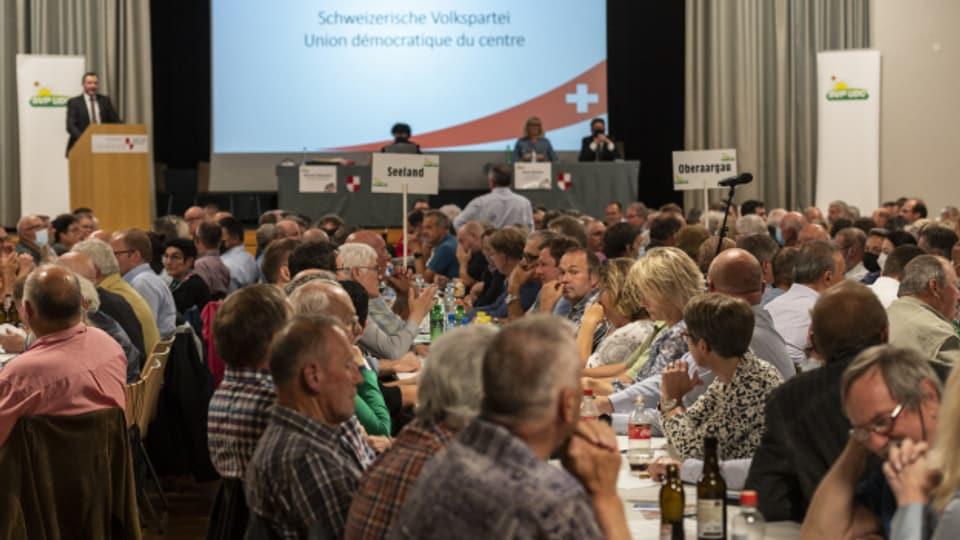 Bei der SVP-Delegiertenversammlung sassen rund 100 Personen zu viel im Saal.