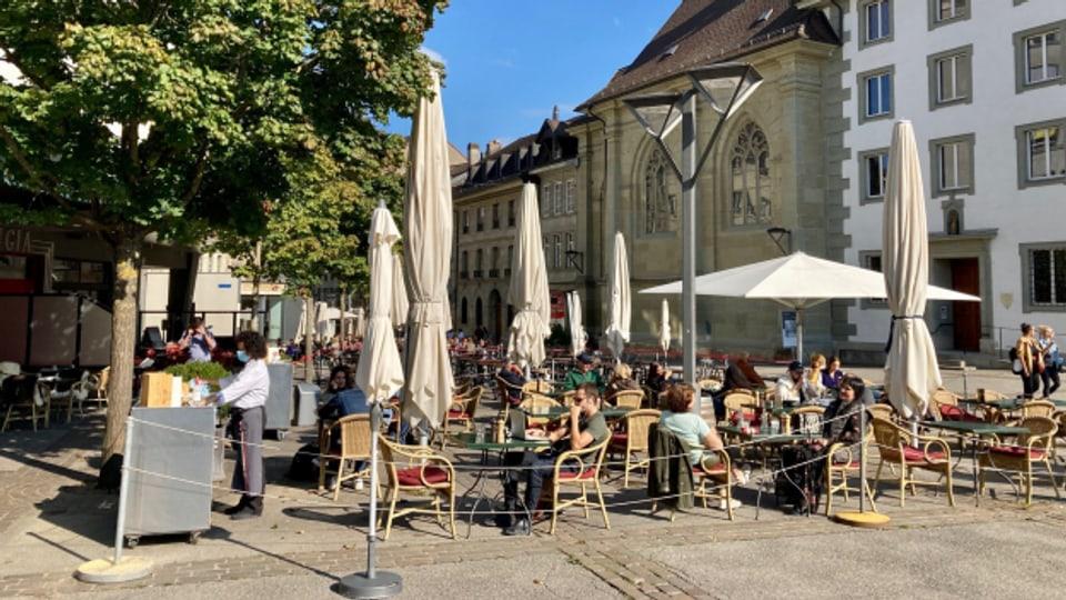 Restaurantterrassen in der Stadt Freiburg sollen grösser bleiben.